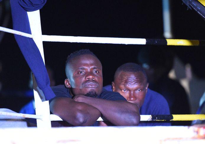 Migranten aan boord van de Sea-Watch 3.