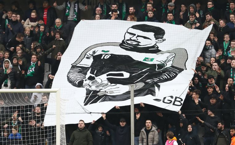 Tijdens de thuiswedstrijd tegen Anderlecht ontrolden de supporters al een groot spandoek om Van Damme te steunen.
