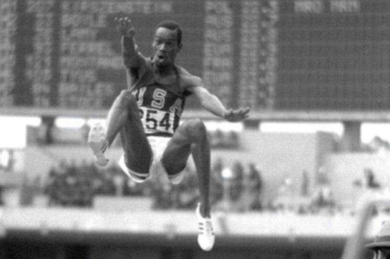 18 oktober 1968. Beamon springt liefst 55 cm verder dan zijn voorganger, de Rus Igor Ter-Ovanesyan.