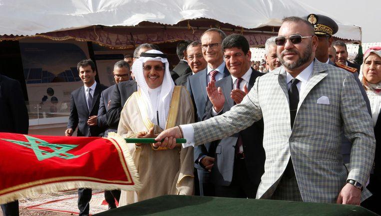Koning Mohammed VI van Marokko bij de opening van een fabriek voor zonne-energie in de Sahara. Beeld ap