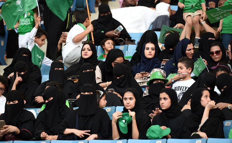 Hun koninkrijk werd vorig jaar 87, en dus waren Saoedische vrouwen voor het eerst toegelaten in een voetbalstadion, waar ze concerten en voorstellingen mochten bijwonen. Komende vrijdag mogen ze voor het eerst naar een voetbalwedstrijd.