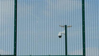 Vlaams Belang wil alle asielzoekers opsluiten in gesloten centra: kost 3 miljard euro