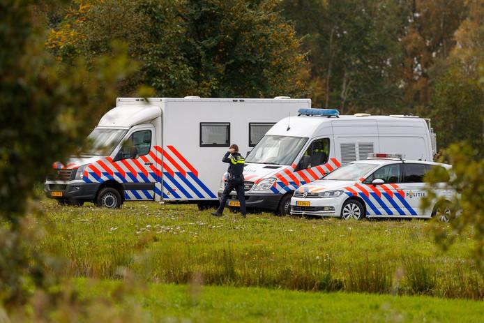 De politie vlakbij de boerderij in Ruinerwold