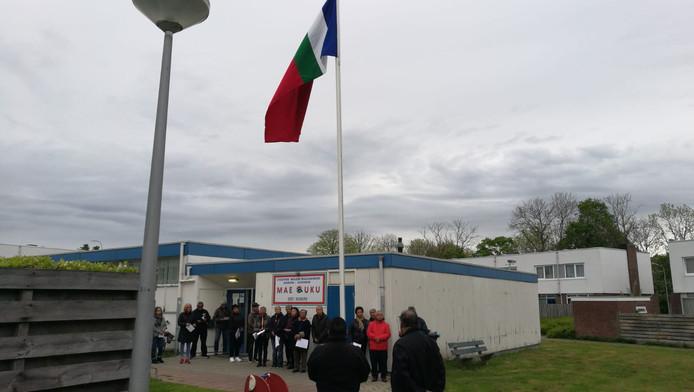 De Molukse vlaghijsing in Oost-Souburg, bij stichting Mae Uku.