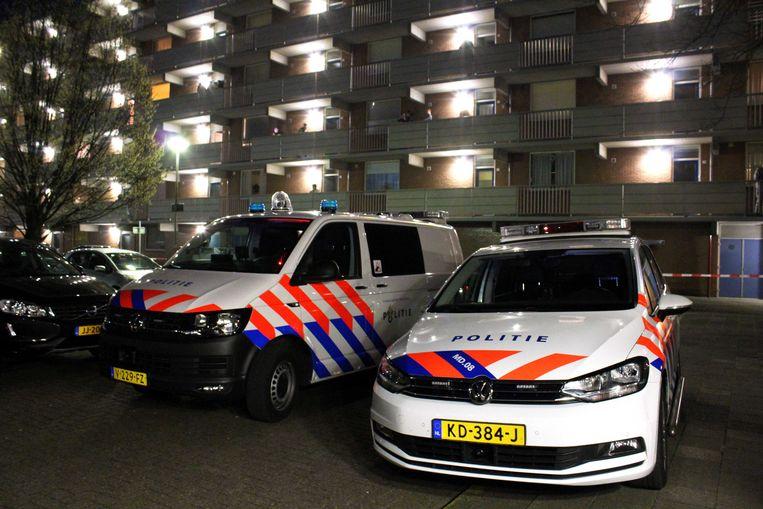 2018-04-08 21:22:58 BREDA - De politie heeft in een woning aan de Sandenburgstraat in Breda een dode man aangetroffen. De man werd gevonden na een melding over een schietpartij in de flat. ANP GINOPRESS Beeld ANP