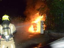 In brand gestoken scooter zorgt voor vlammenzee