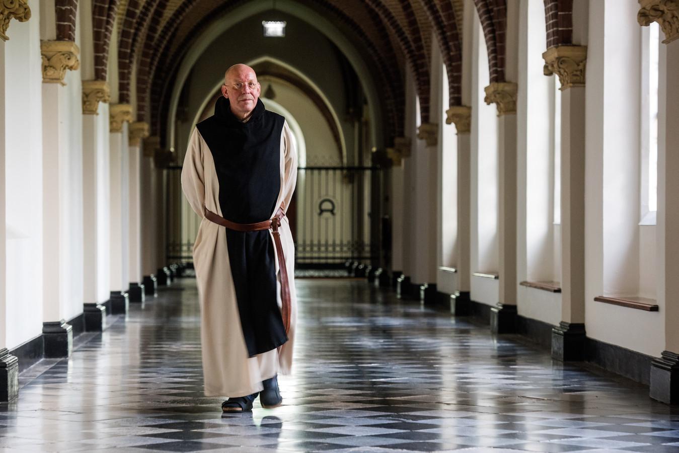 Een monnik in de abdij van Koningshoeven
