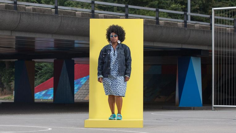 Deelnemer aan Carmen Hoggs onderzoek naar de kledingstijl van inwoners van Zuidoost Beeld Les Adu