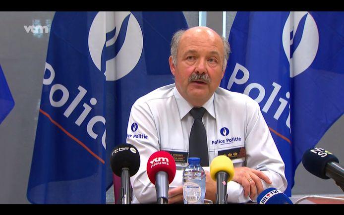 André Desenfants, de nummer twee van de federale politie en baas van de luchthavenpolitie, zet tijdelijk een stap opzij omdat hij niet op de hoogte is gebracht van het politieoptreden op de luchthaven van Charleroi.