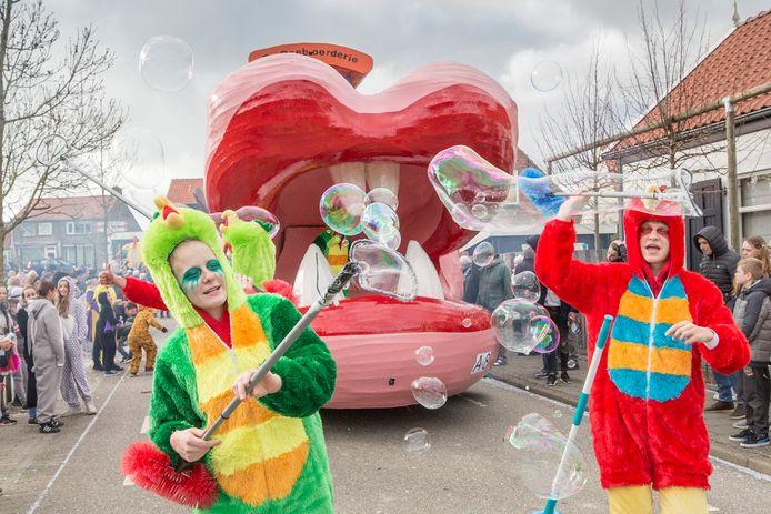 Een carnavalsstoet in 's-Heerenhoek zit er in februari niet in. Maar misschien kan het publiek wel stilstaande wagens bekijken? Of wie weet is een optocht in de zomer wel een mogelijkheid?