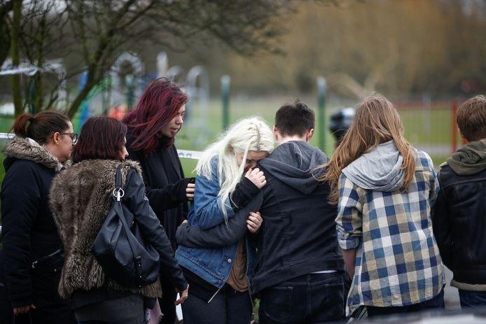 Scholiere Jodie Chesney werd uit het niets diep in haar rug gestoken terwijl ze met vrienden in een park zat. De twee aanvallers namen de benen en lieten het mes in haar lichaam zitten.