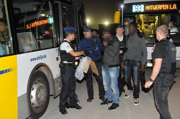 Onder meer Lijnbussen richting Antwerpen werden gecontroleerd.