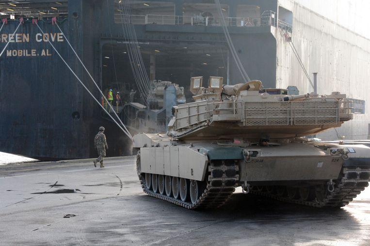 De komende dagen worden een paar duizend voertuigen en tanks gelost.