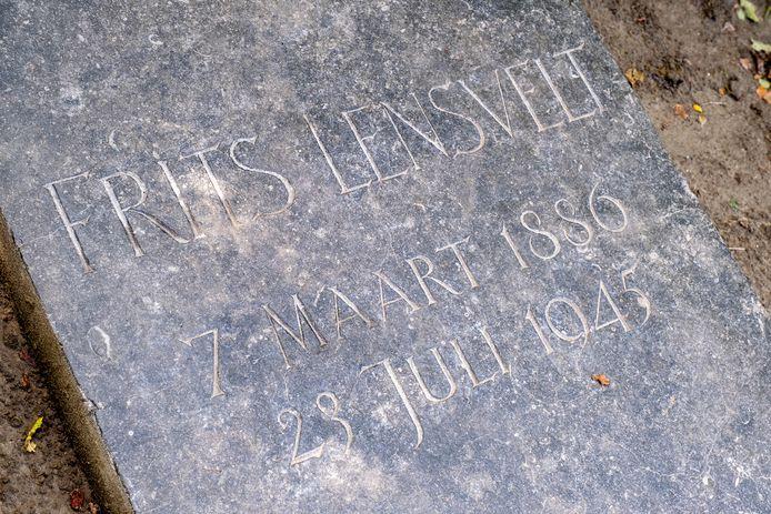 Een van de bewaard gebleven grafstenen op de begraafplaats aan de Noorddijk in Vrouwenpolder.