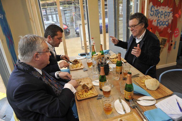 Geuze en frieten op tafel: de drie V's genieten in het Brusselse restaurant 'Ket'.