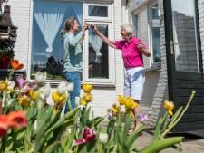 Inge haalde demente moeder (85) uit het verpleeghuis in Eindhoven na corona: 'Nu veel plezier en veel poep'