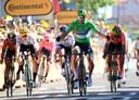 Wout van Aert (links) ziet Peter Sagan winnen in Colmar.