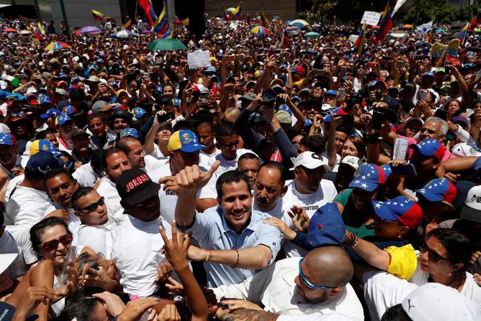 Venezolaanse oppositieleider Juan Guaido is bij een demonstratie tegen president Nicolas Maduro.