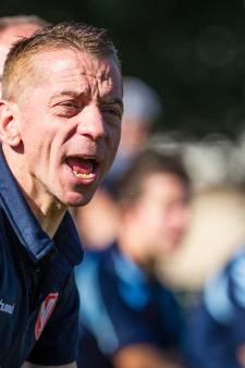 Trainer Sneller blijft nog jaartje langer bij Oeken