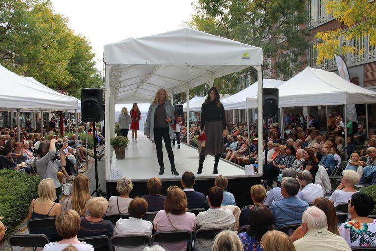 De modeshow lokte meer dan duizend toeschouwers.