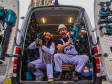 Zanger Kafke is nu even écht bouwvakker, maar hij brengt toch een carnavalsplaat uit