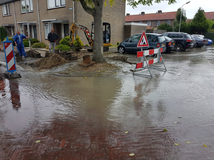 Lek in Nassaustraat te Numansdorp.