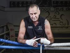 De beste 'corona-overlever'? Dat is de Alphense boksschoolhouder Teus de Kruyf