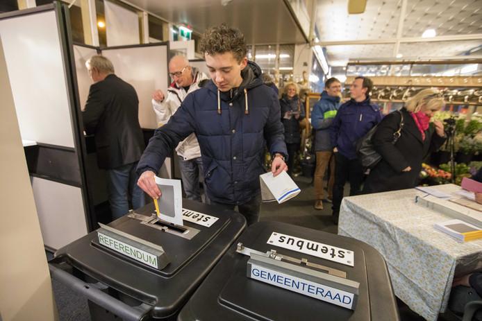Op station Castricum was het mogelijk om vanaf middernacht te stemmen.