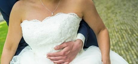 In je trouwjurk aan de balie van het gemeentehuis: hallo 'flitshuwelijk'