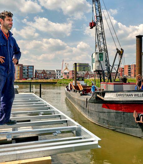 Pontons voor historische schepen en drijvend park geïnstalleerd op Stadswerven
