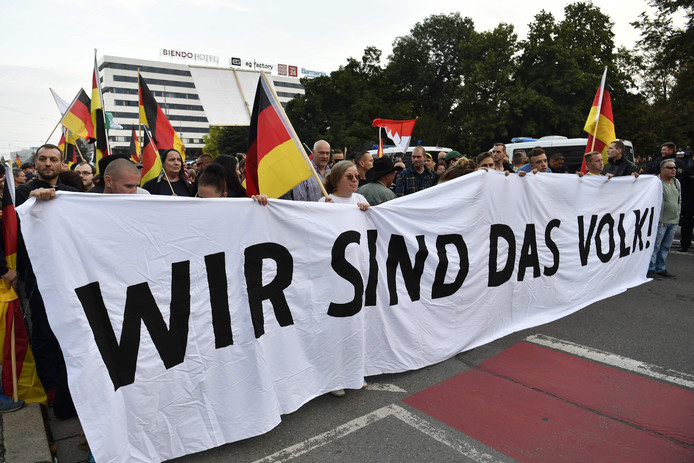 Een van de extreemrechtse demonstraties in Chemnitz, na een dodelijke steekpartij waarbij twee asielzoekers als verdachten werden opgepakt.
