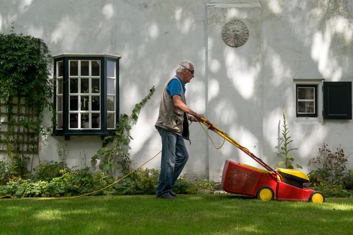 Ouderen moeten langer zelfstandig thuis blijven wonen. In Helmond opent een 'probeerwinkel' voor hulpmiddelen die daarbij van pas kunnen komen.
