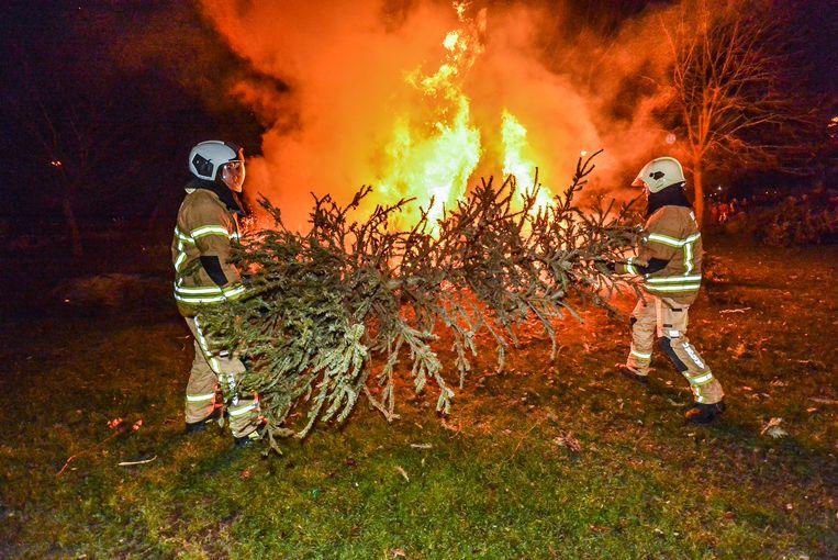 In plaats van een vuurhaard te bestrijden mochten de spuitgasten zelf het vuur aanwakkeren.
