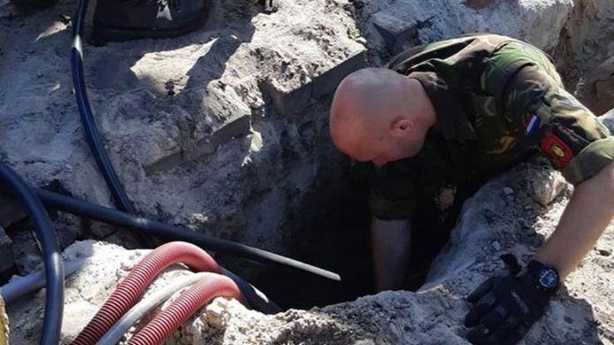 De Explosieve Opruimingsdienst haalde in Raalte oorlogsmunitie uit de grond.
