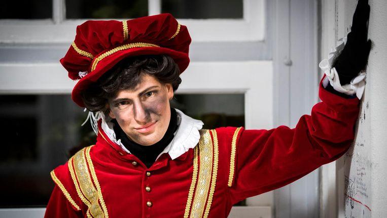 In Amsterdam heeft Piet dit jaar roetvegen, en is hij in een nieuw kostuum gestoken. Beeld ANP