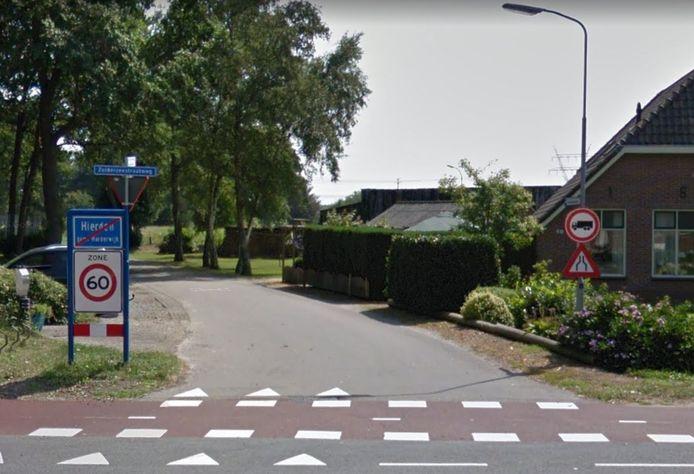 Nu mogen vrachtwagens de Kruisweg niet inrijden maar in de loop van dit jaar is het achterliggende gebied de Enk gesloten voor alle auto's die breder zijn dan 1,90 meter.