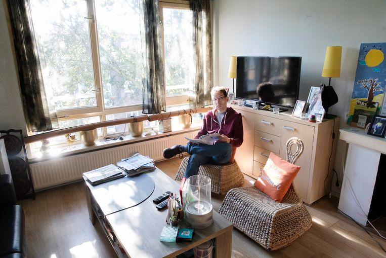 Jean-Pierre de Breed woont sinds twee weken in een woning die over zes maanden wordt gesloopt.  Beeld Inge van Mill