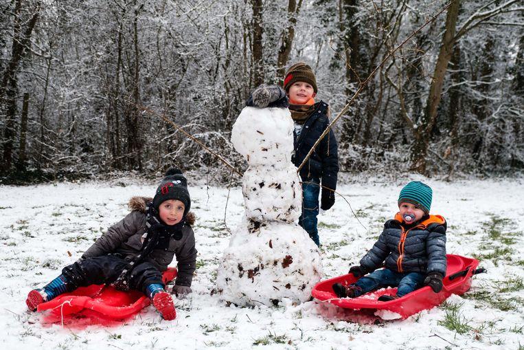 2019/01/30, Tongeren, Limburg. Sneeuwpret aan de Beukenberg in Tongeren. In picture: Aaron, Julian en Nicola bij hun sneeuwman.