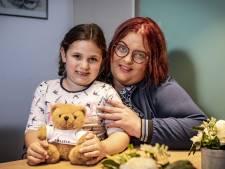 'Heldin' Amely (5) uit Oldenzaal loodst ambulance naar haar bewusteloze moeder