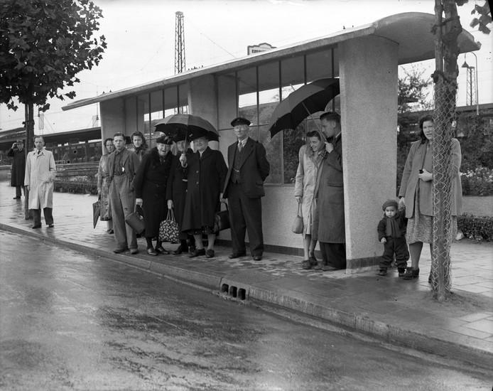 Bushokje aan de Tunnelweg in de jaren 50.