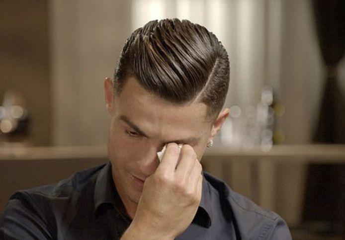 Ronaldo brak bij het zien van beelden van zijn vader