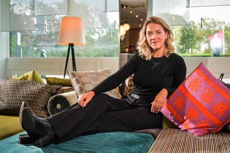 Leen Dendievel woont in Antwerpen, maar groeide op in Kooigem. Ze komt nog bijna elke week naar Kooigem en Kortrijk.