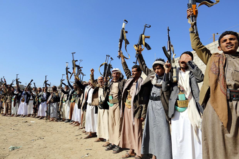 Strijders tonen loyaliteit aan Houthirebellen in de Jemenitische stad Sana'a.