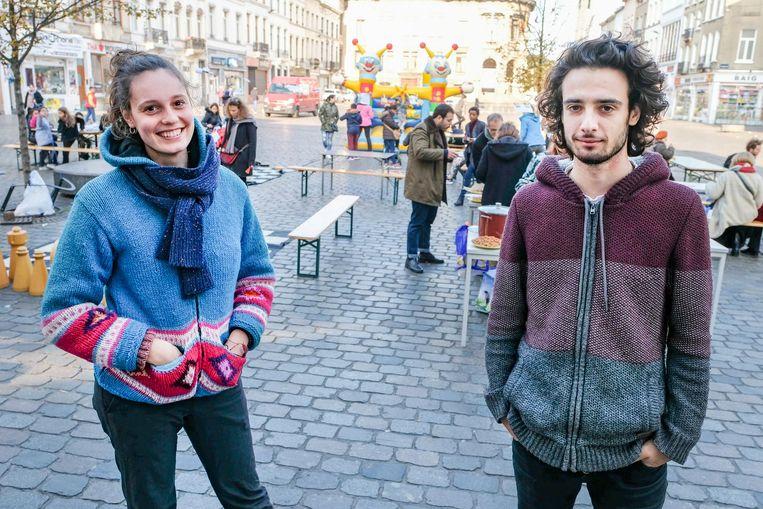 """Organisatoren Barbara en Marios geven met hun actie een duidelijk signaal: """"Het is hier gezellig wonen."""""""