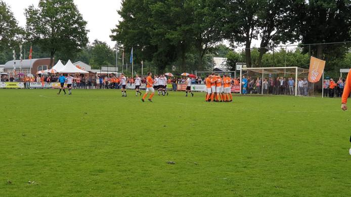 Moerse Boys na goal tegen SC Bemmel