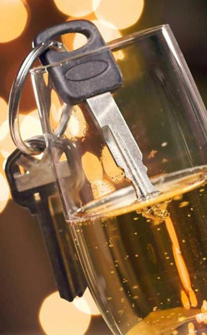Dronken rijden, alcoholcontrole, drinken, autosleutels, stock
