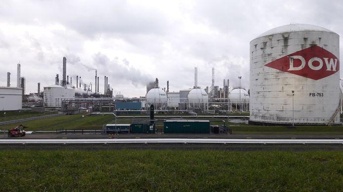 Dow-Industriepark, gezien vanaf de Westerscheldedijk.
