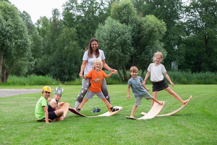 Kinderen én volwassenen kunnen zich uitleven tijdens lessen 'wobbelboard'.