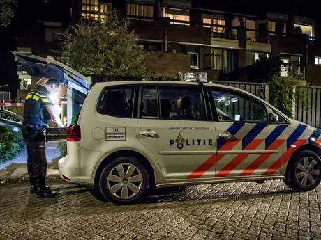 Verdachte doodslag in Enschede ontkent: 'Mijn broer viel in een mes'