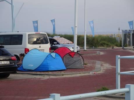 'Scheveningen is gekkenhuis': Nu ook overlast van massaal illegaal kamperen op strand en straat